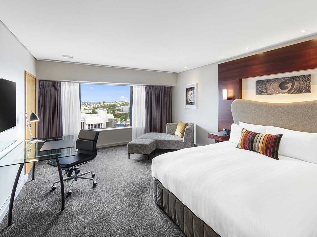 Crowne-Plaza-Auckland-deluxe-room