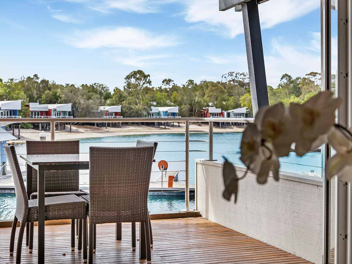 Couran-Cove-Island-Resort-boardwalk-studio