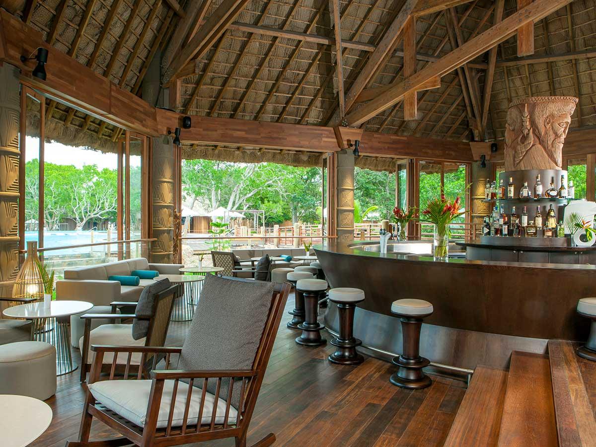 Sheraton-New-Caledonia-Deva-creek-bar