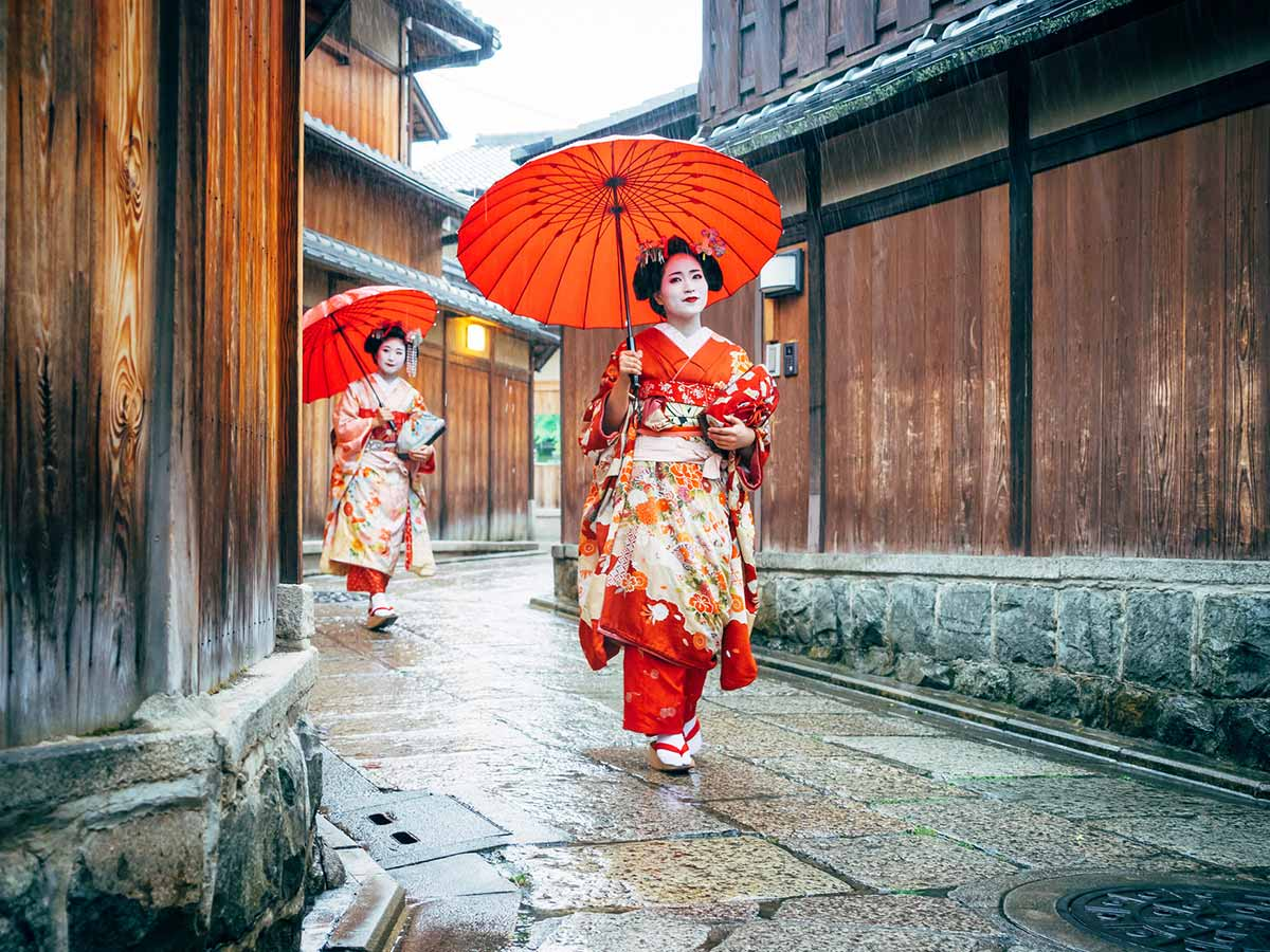 kyoto-japan-women-umbrella