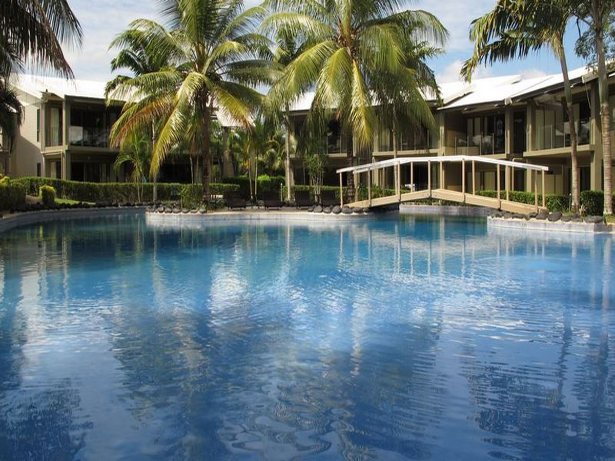 07-Deluxe-Pool-View-Apartment