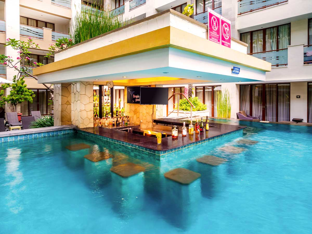 Aston-Kuta-Hotel-and-Residence-pool-bar