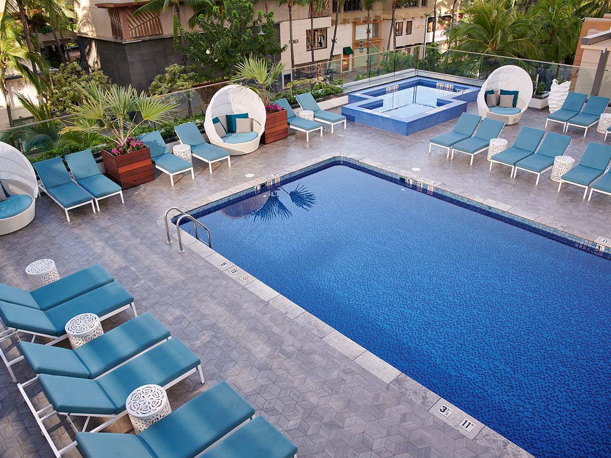 Waikiki-Beachcomber-by-Outrigger-pool