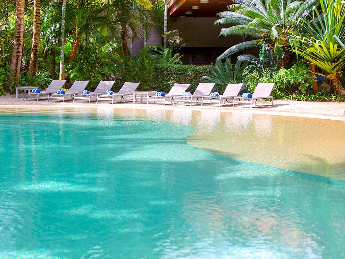 Ramada-Noumea-Hotel-Suites-pool