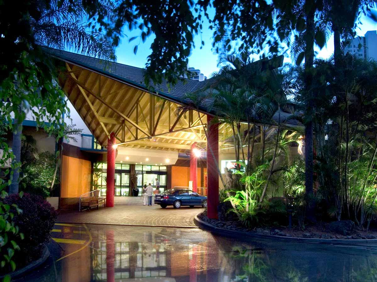 Paradise-Resort-Gold-Coast-entrance