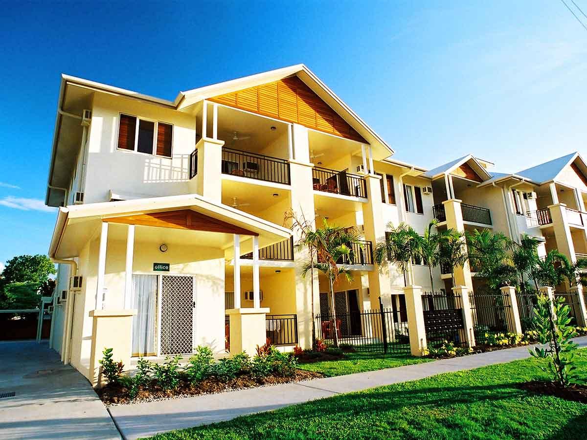 Bay-Village-Tropical-Retreat-external