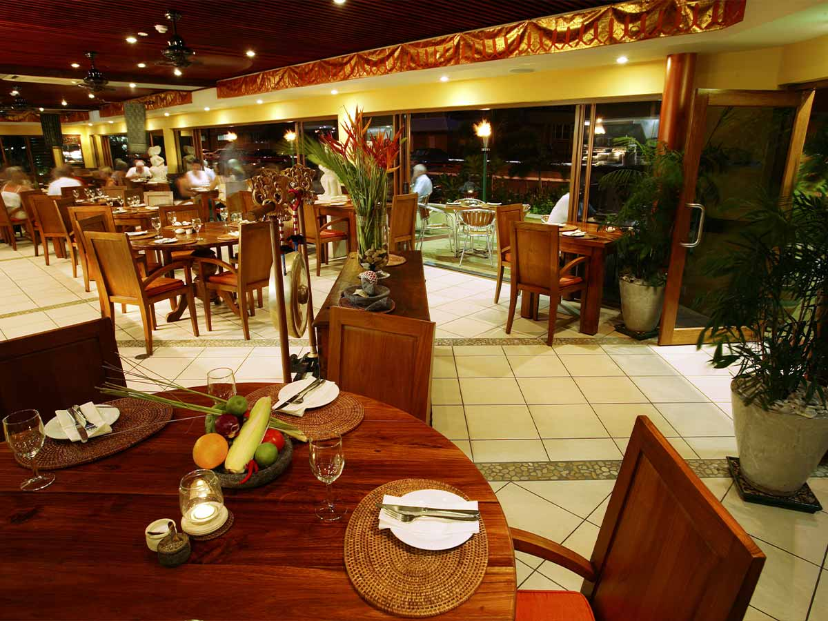 Bay-Village-Tropical-Retreat-restaurant