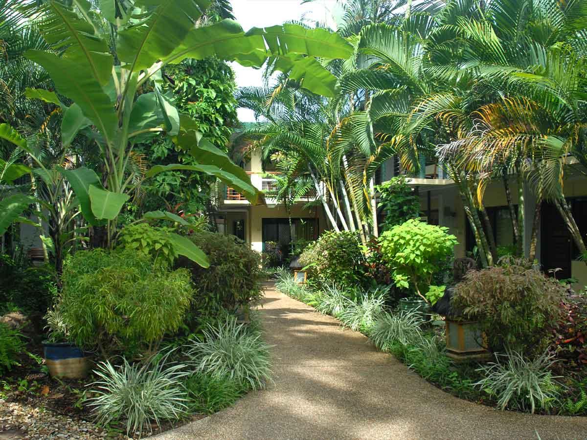 Bay-Village-Tropical-Retreat-balinese-gardens