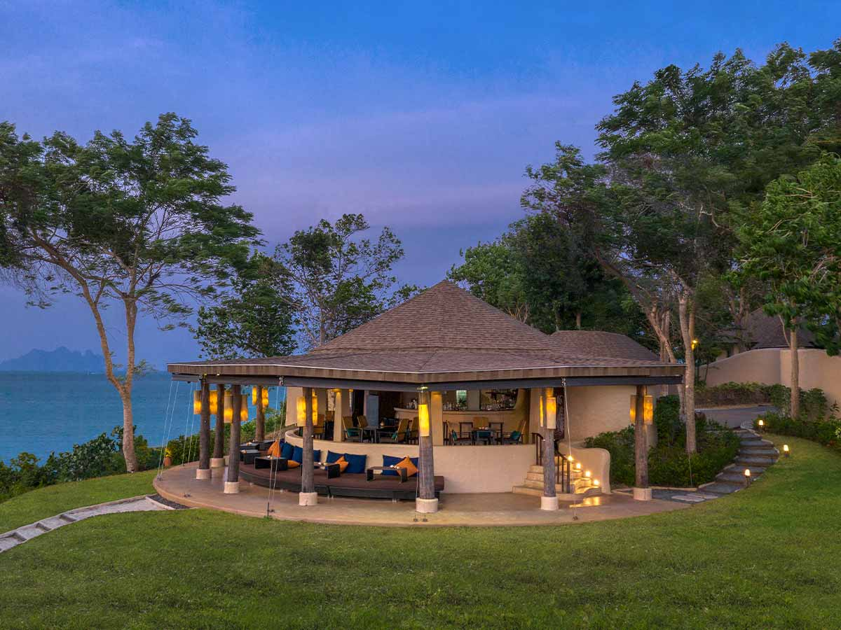 The-Naka-Island-A-Luxury-Collection-Resort-Spa-Phuket-z-bar