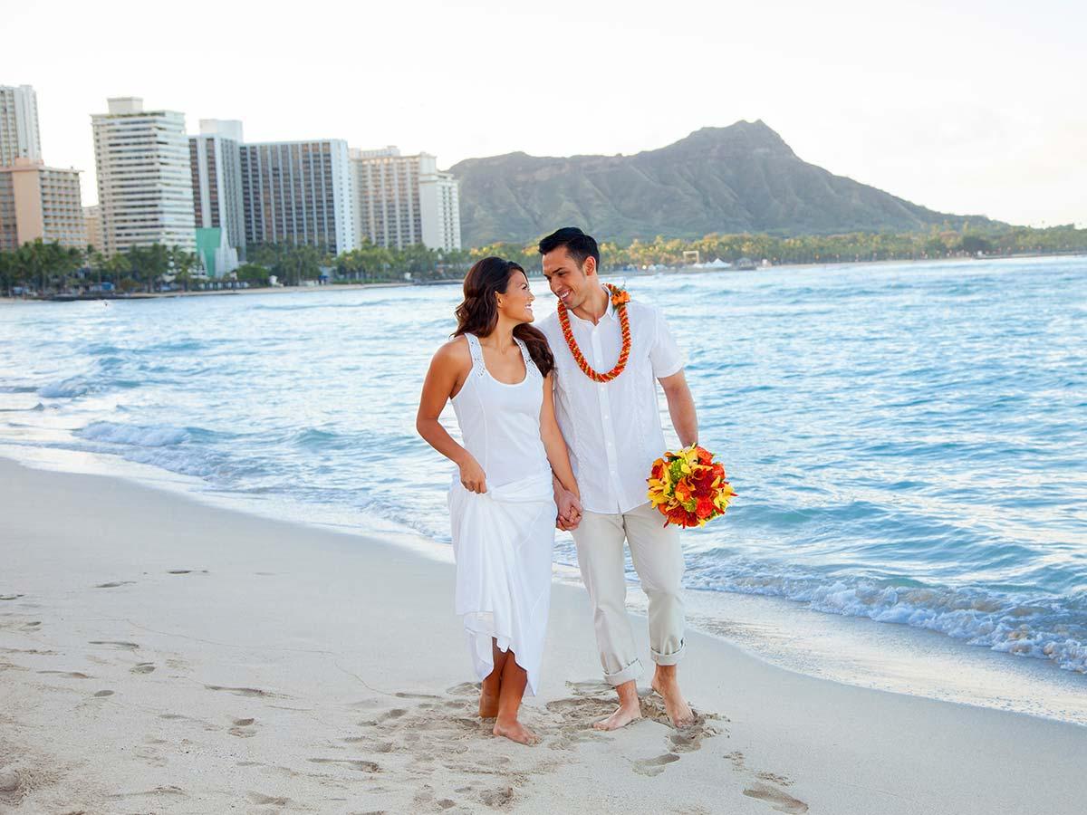 sheraton-waikiki-beach-couple