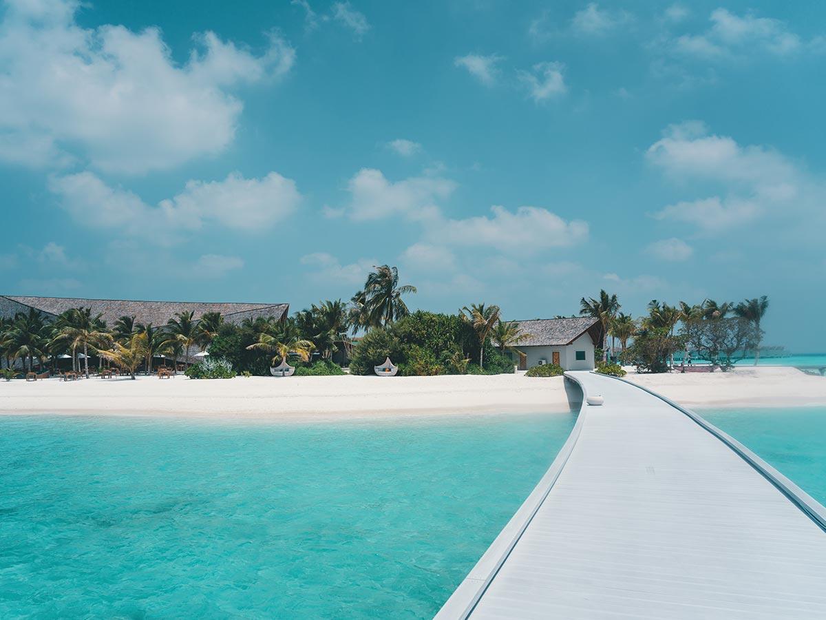 Movenpick Resort Kuredhivaru Maldives walkway