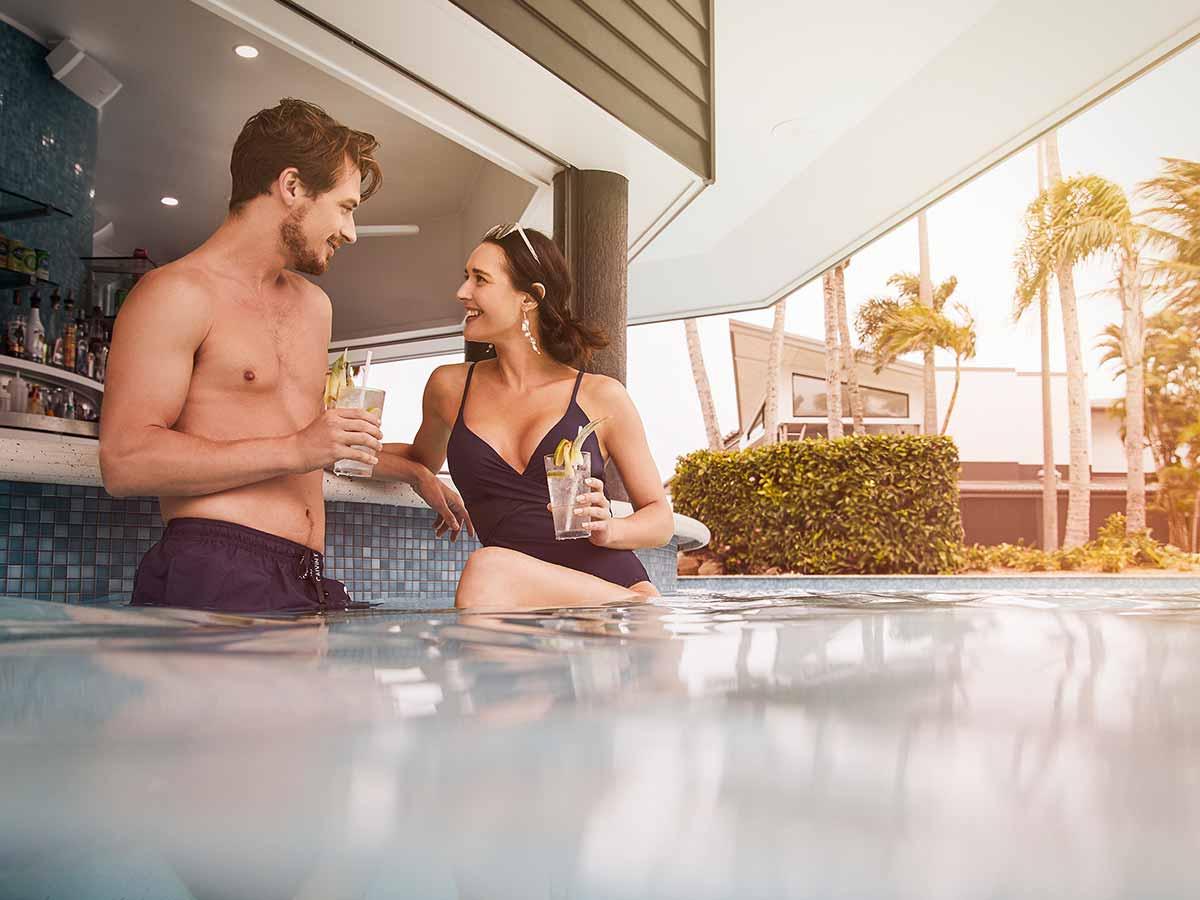 daydream-island-resort-and-spa-pool-bar