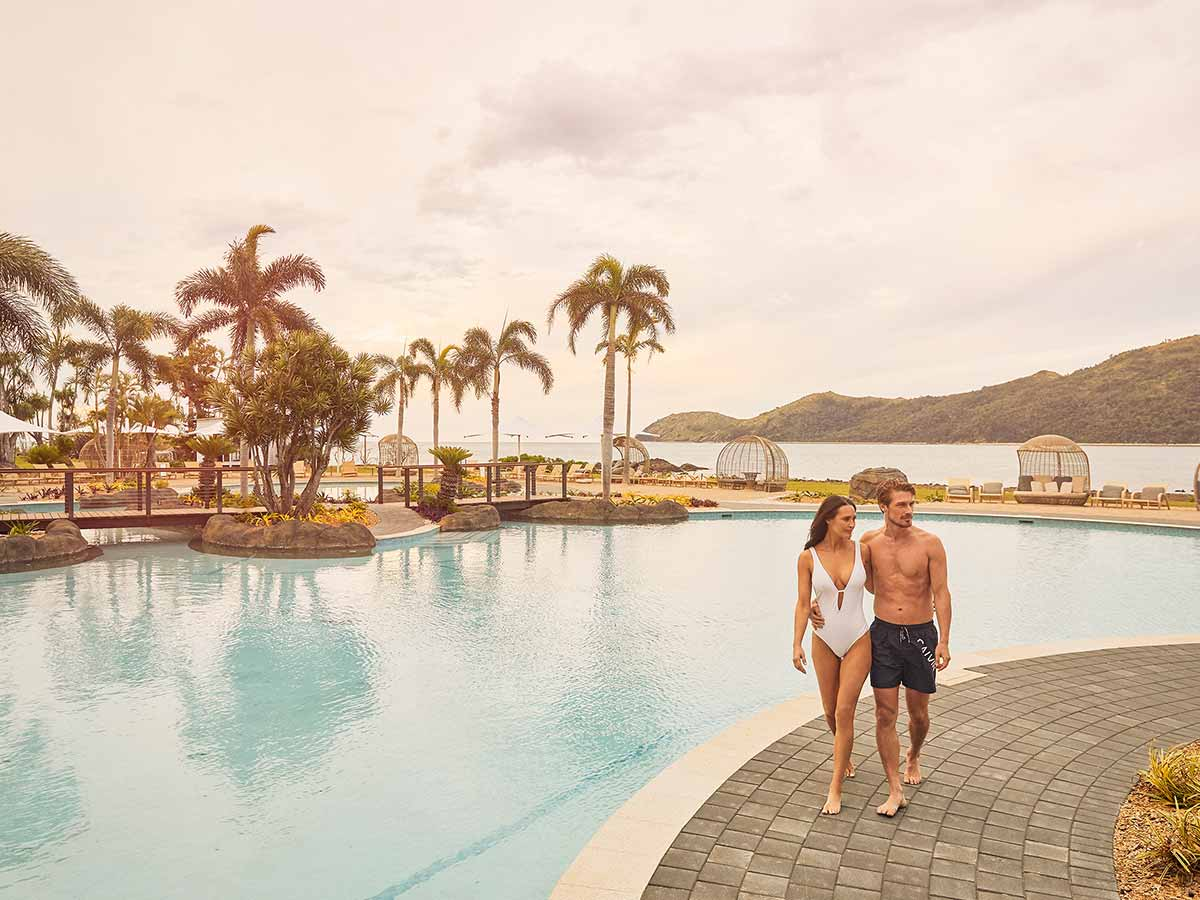 daydream-island-resort-and-spa-pool-couple