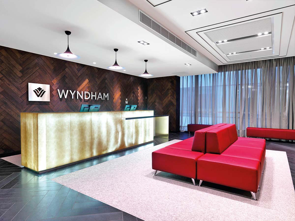 wyndham-hotel-melbourne-lobby