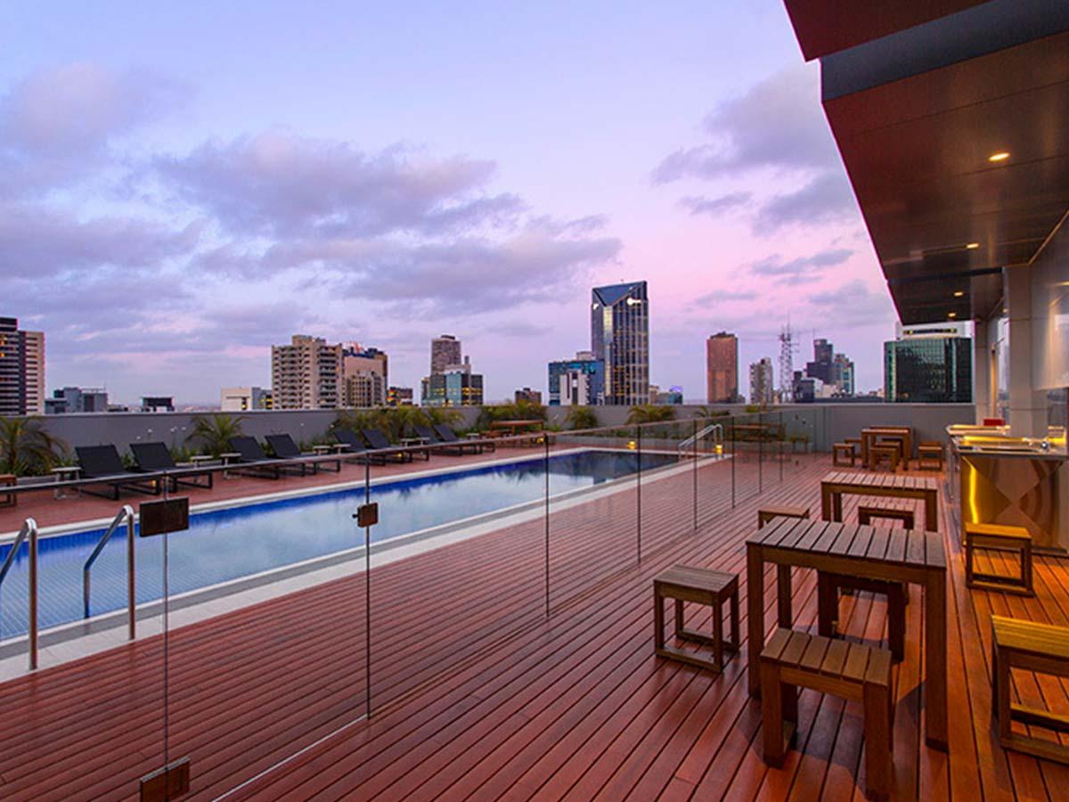 wyndham-hotel-melbourne-pool-2