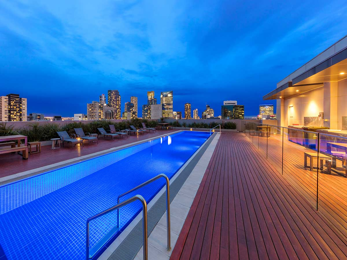 wyndham-hotel-melbourne-pool