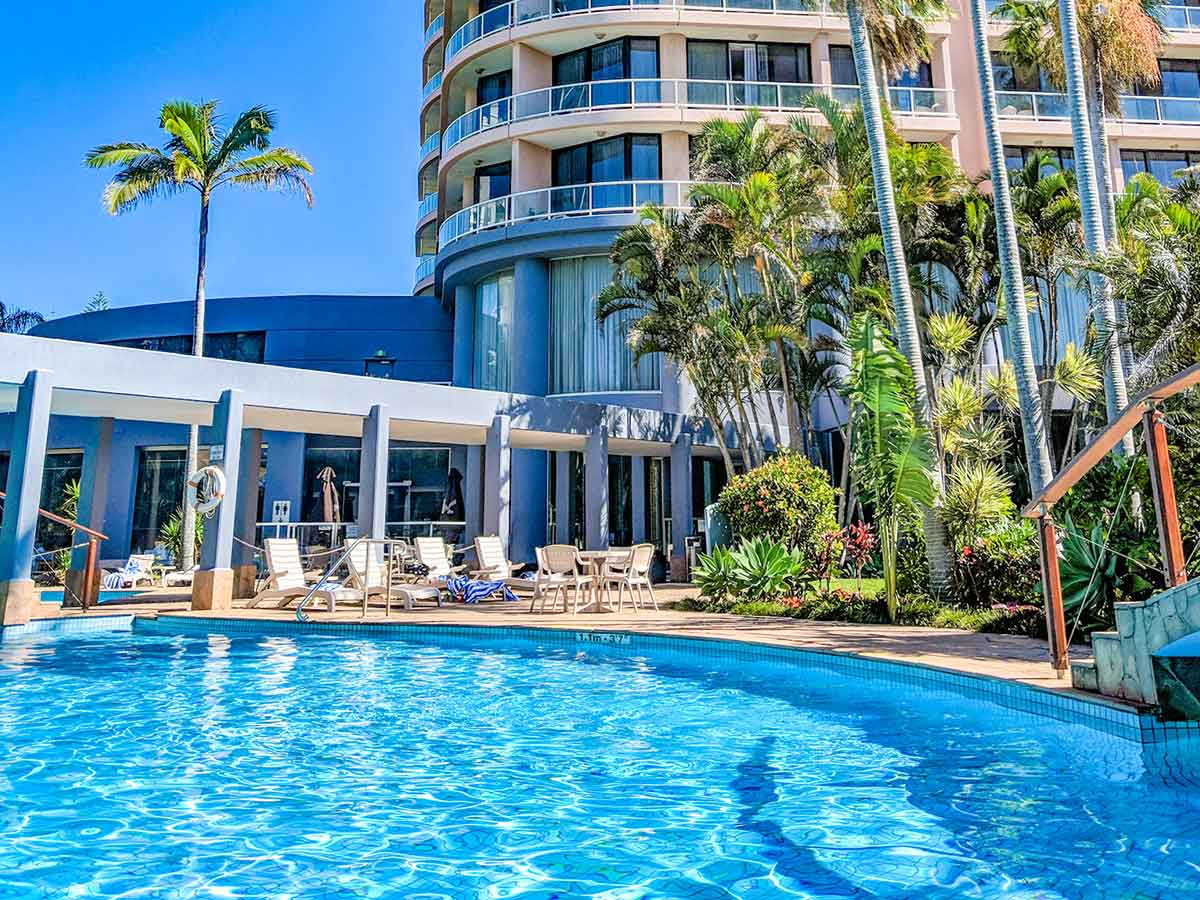 Crowne-Plaza-Surfers-Paradise-pool